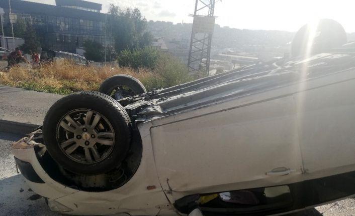 Avcılar'da otomobil takla attı