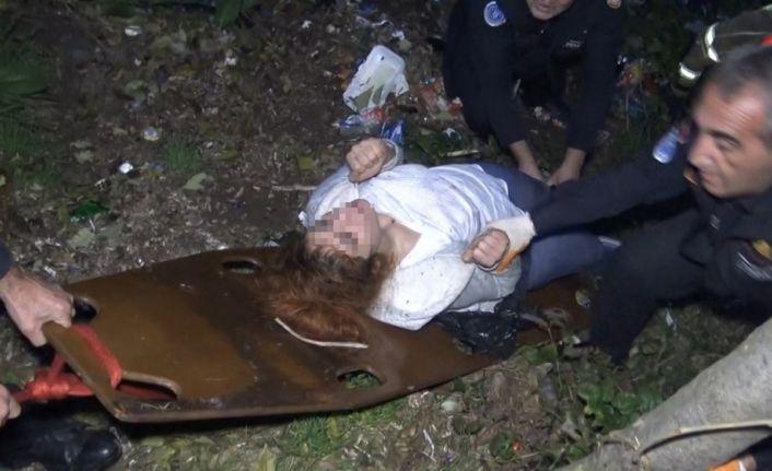Uçuruma düşen kadın kendisini kurtarmak isteyen ekiplere cep telefonu arattı