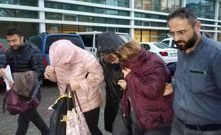 Hırsızlıktan tutuklanan 3 kadın ağlayarak cezaevine gitti