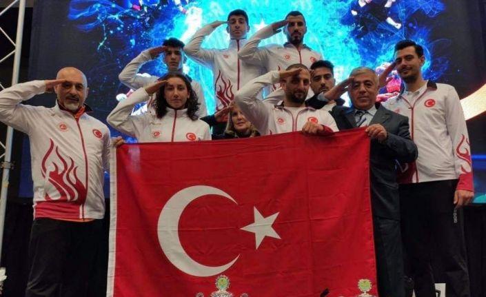 Milli Boksörden, Bahar Kalkanı Harekatına katılan Mehmetçiğe asker selamı