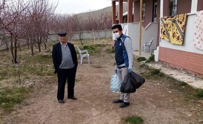 Adilcevaz Belediyesi ekipleri hasta ve yaşlıların yardımına koşuyor