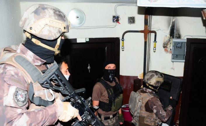 Kocaeli'de çeşitli suçlardan aranan 25 kişi eş zamanlı operasyonla yakalandı