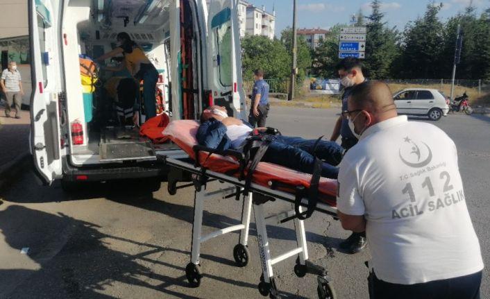 Lastik fabrikası işçisi servis aracıyla evine dönerken kalp krizi geçirdi