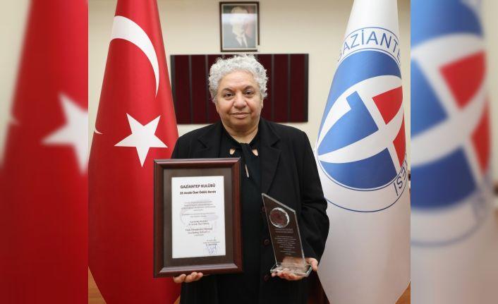 25 Aralık özel ödülü GAÜN'lü akademisyene
