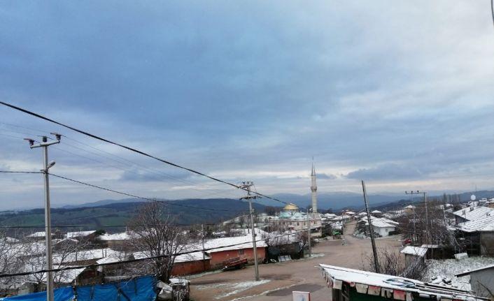 Gönen'in yüksek kesimlerine ilk kar düştü