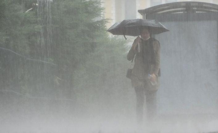 Doğu Anadolu'da aralıklı sağanak yağış etkili oluyor