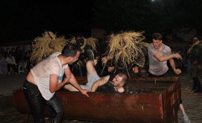 Köyde bahşişi veren ıslanmaktan kurtuluyor