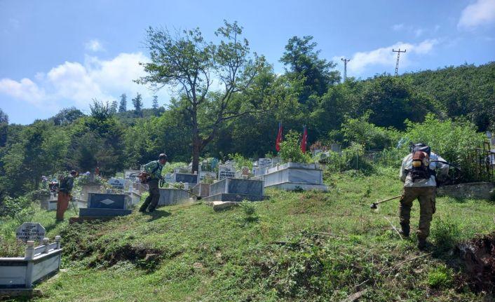 Ordu'da mezarlıklar bayrama hazır