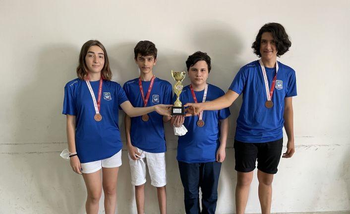 Yunusemreli satranççılar sezonun ilk kupasını aldı