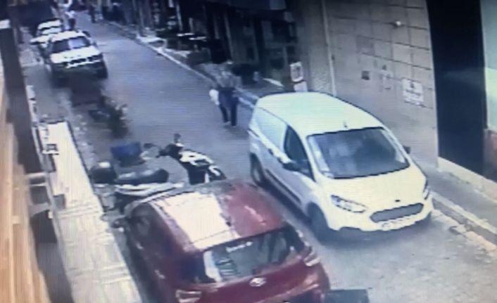 (Özel) İstanbul'da dehşet anları: Aracın altında kalan kadını böyle kurtardılar