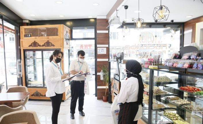 Sultangazi'de vatandaşlar ziyaret edilerek talepleri dinleniyor
