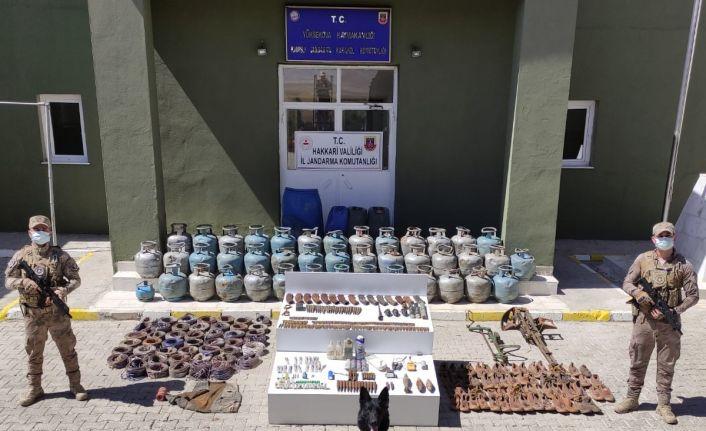 Yüksekova kırsalında 3 sığınakta çok sayıda silah ve mühimmat ele geçirildi