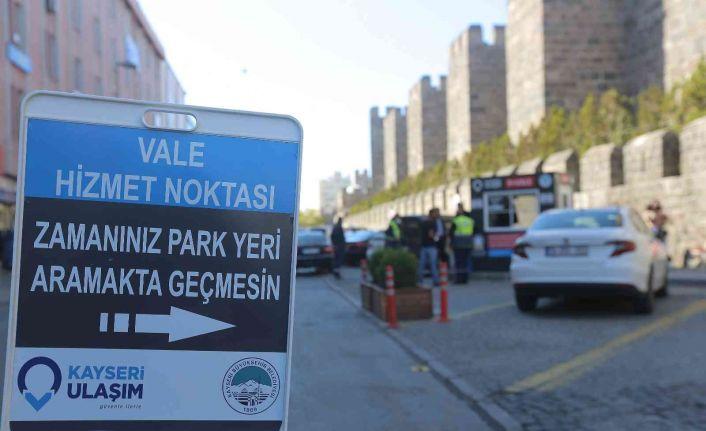 """Büyükşehir'in """"park et-vale"""" uygulamasına vatandaşlardan yoğun ilgi"""