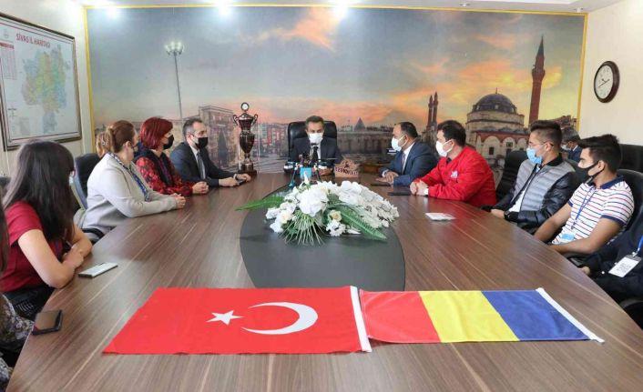Romanyalı öğrenciler Sivas'ta İHA eğitimi alıyor