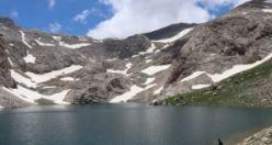 Bolkar zirvesindeki kar ve göl