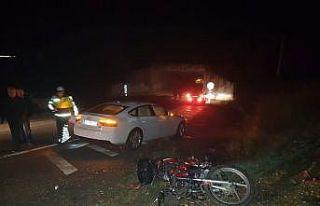 Otomobille çarpışan motosiklet sürücüsü hayatını...