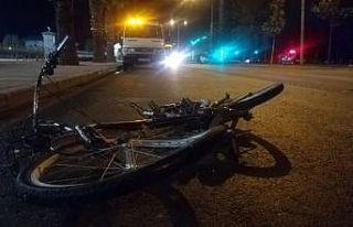 İzmir'de feci kaza: Bisiklet sürücüsü metrelerce...