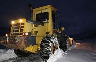 Karda çadırda mahsur kalan 40 orman işçisi kurtarıldı