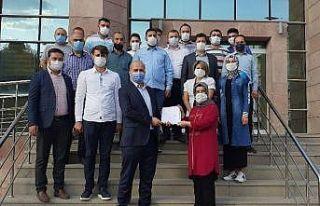 AK Parti İlçe Başkanı Okudan mazbatasını aldı