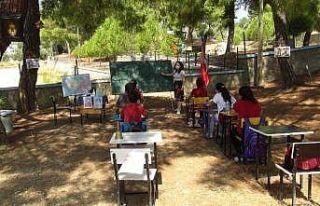 Antalya'da sınıflar açık havaya taşındı,...
