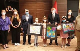 'Okulum' yarışmasında dereceye girenlere ödülleri...