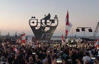 Lübnan'da 17 Ekim Devrimi'nin 1. yılında halk...