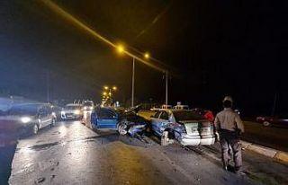 Sakarya'da iki otomobil çarpıştı: 2 yaralı
