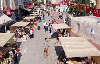 Tarsus'ta açılan yeryüzü pazarı yoğun ilgi...