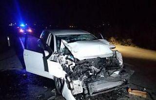 TIR'a arkadan çarpan otomobil hurdaya döndü:...