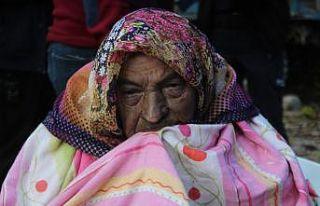 Antalya'da itfaiye ekipleri yaşlı kadını yanmaktan...