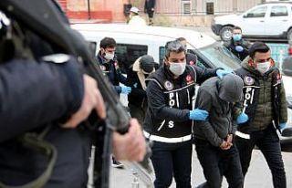 Erzurum'da uyuşturucu taciri 12 şahıs adliyeye...