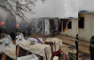 Elazığ'da işçilerin kaldığı 8 konteyner yanarak...