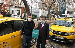 Gönül Elçileri yeni yılda da taksici esnafının...