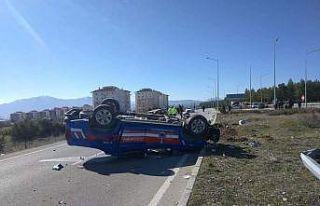 Burdur'da jandarma ekip aracı ile otomobil çarpıştı:...