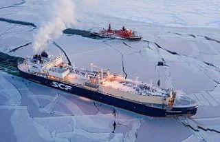 Rus gemisi tarihte ilk kez kışın Kuzey Buz Denizi'ni...