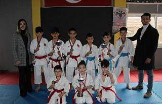 8 yaşında altın madalya kazanan Tural antrenmanlarına...
