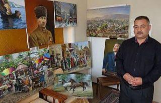 Evin bir odasında yaptığı tabloları sosyal medya...