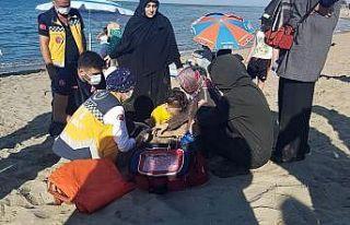 5 yaşındaki çocuk denize düşerek boğulma tehlikesi...