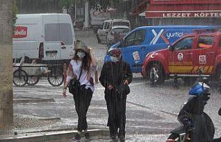 Kırklareli'nde sağanak yağış vatandaşları...