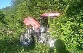 Ot biçerken traktörle uçuruma yuvarlandı