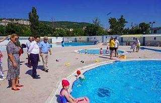 Su eğlence dünyasındaki çocuklarla bir araya geldi