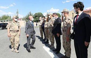 Ağrı Valisi Varol'dan İl Jandarma Komutanlığına...