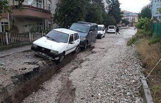 Ankara'da tır demir bariyerlere çarptı: 1 yaralı