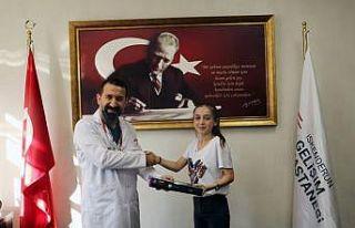 Başhekim Turhan'dan tıp fakültesini kazanan Helin'e...