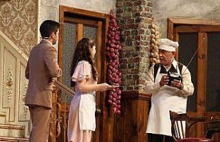 Usta oyuncu Şener Şen'den Meydan Tiyatrosu