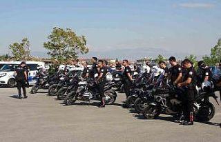 Hayırseverler polise 22 araç bağışladı