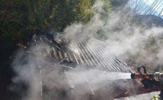Alevlerin arasından itfaiye ekipleri kurtardı