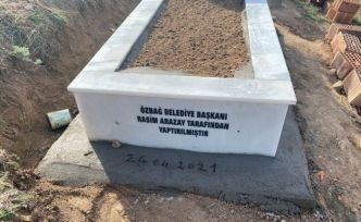 Özbağ Belde Belediye Başkanı Arazay, merhum mahalli sanatçı Ekrem Gündoğdu'nun mezarını yaptırdı