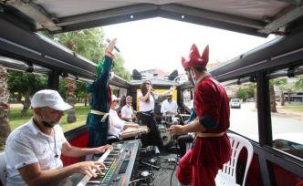 Mobil Ramazan Konserlerine balkonlardan eşlik ettiler