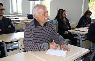 Emekli hakim, çocukluk hayali için ikinci üniversitesini okuyor